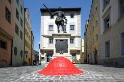 "Dumitru Oberoc (Rumänien), ""The Nipple of the City"", Zieroldsplatz Regensburg (Foto: donumenta)"