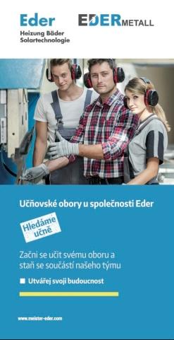 Mit dem Ausbildungsflyer auf tschechisch kommt Alexander Eder mit tschechischen Jugendlichen ins Gespräch.